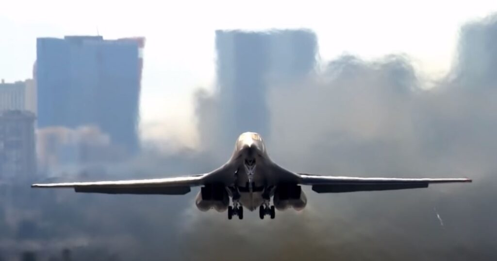 Bomber B1B take off